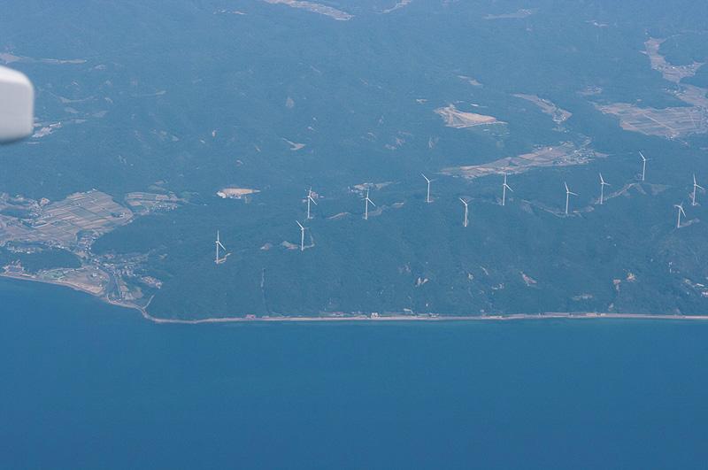 「KAKEF」通過時は風力発電機がならぶ風景が見られた