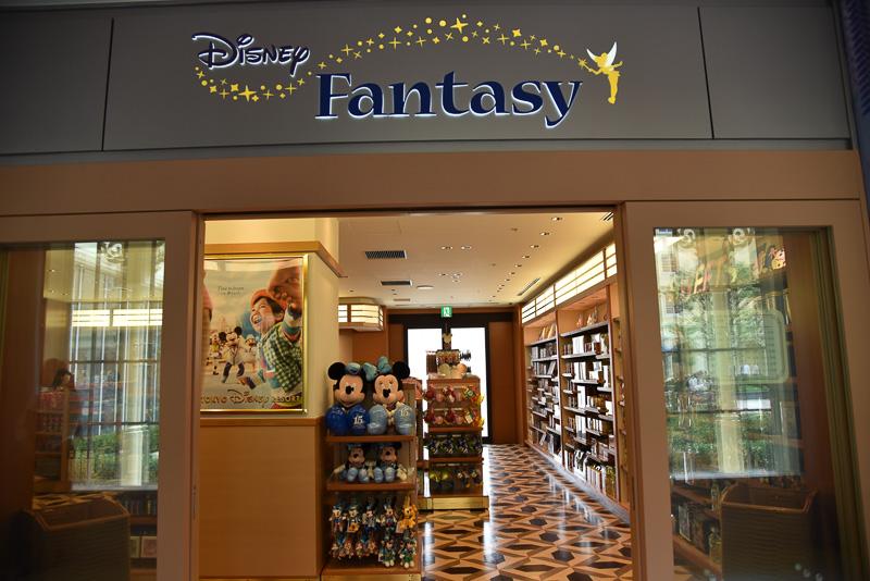 ホテル内でゆっくり買い物をしたいのならばディズニーショップ「ディズニーファンタジー」がおすすめ。季節のイベントアイテムや定番アイテムなど人気のお土産を厳選しているので、選びやすい