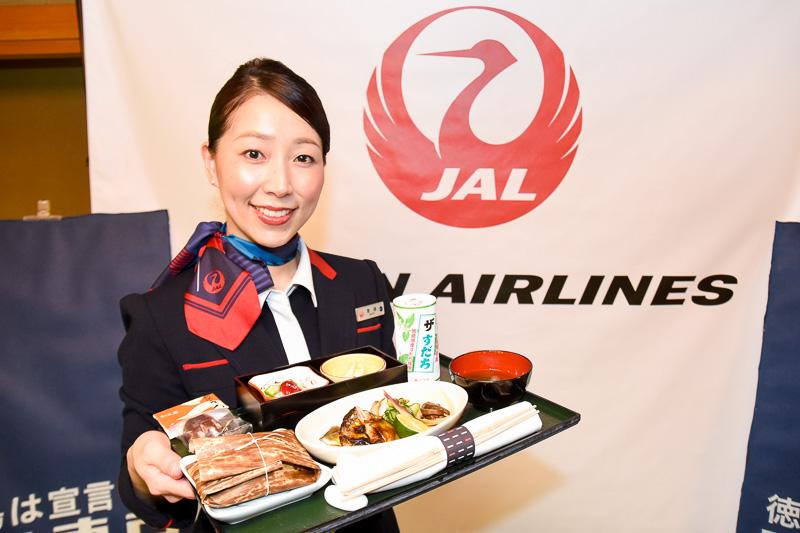 JAL 新・JAPAN PROJECT 徳島の一環で提供される機内食。会見に同席した齋藤智恵美CAも徳島県出身