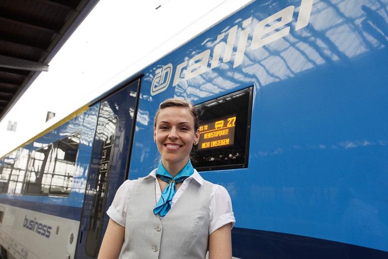 チェコ国鉄のスタッフやキャビンアテンダントから熱烈な歓迎を受ける