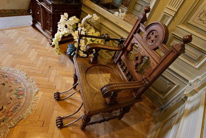この椅子のようなものは体重計