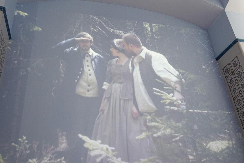 施設内のプロジェクターにはマリアンスケー・ラーズニェの歴史を紹介するビデオが映し出されている