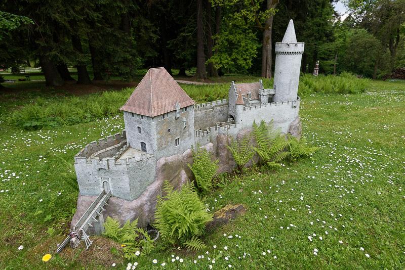 1426年に建設されたというプラハの北東にある城