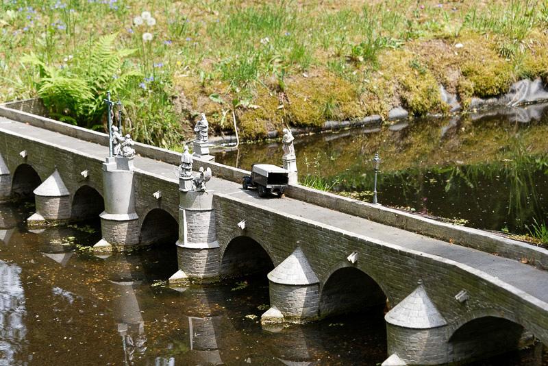 オタワ側にかかる13世紀に建造された石造りの橋