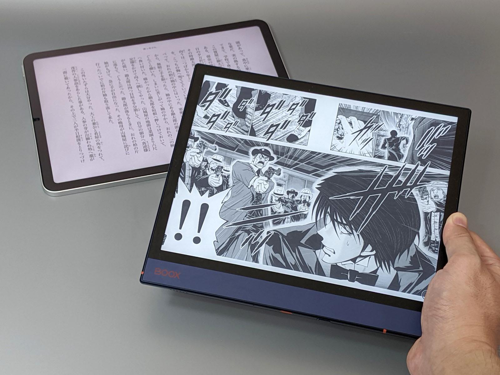今回は目に優しい読書端末として、Appleの「iPad Air」(奥)、Onyxの「BOOX Note Air」(手前)の2製品を中心に紹介する