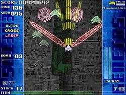 """特殊条件を満たすと使用可能となる特殊武装""""BRADE""""。自機の周囲で剣を振り回すことができ、攻撃範囲は狭いが威力は非常に高い"""