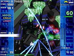 ボムとサブウエポンで連続して敵を撃破するとコンボがつながり、敵撃破時のスコアがコンボ数の倍率へと跳ね上がる