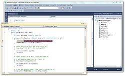 デザイン画面やソースコードエディターは自由に分離可能で、マルチモニター環境にも対応
