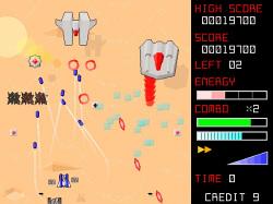 敵機を自動追尾するホーミングミサイルは、敵機の数が多いときに便利