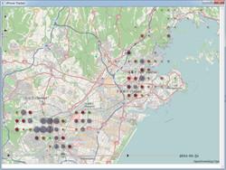 地図表示画面は拡大・縮小が可能。位置情報データは、日時と緯度・経度単位である程度まとめられる