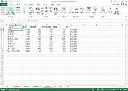 "「Excel 2013」の""おすすめピボットテーブル""機能を利用するには、セルを選択して[おすすめピボットテーブル]ボタンをクリック"