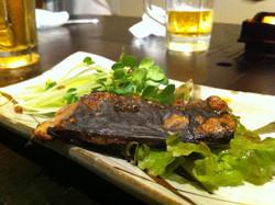 """鯖を糠に漬けた福井伝統の保存食""""へしこ""""を酒の肴にした二次会でも、真剣な意見が交わされる"""