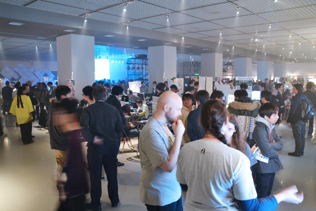 初日はビジネスデイにも関わらず、海外のメディアを含め多くの来場者が集まった