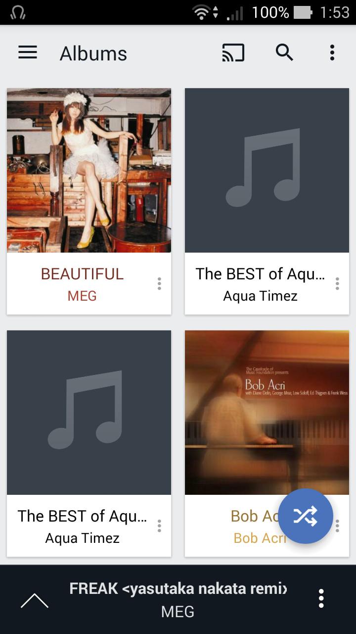 起動画面の[Albums]画面には、端末内とオンラインストレージ上の楽曲のアルバムが一覧表示される