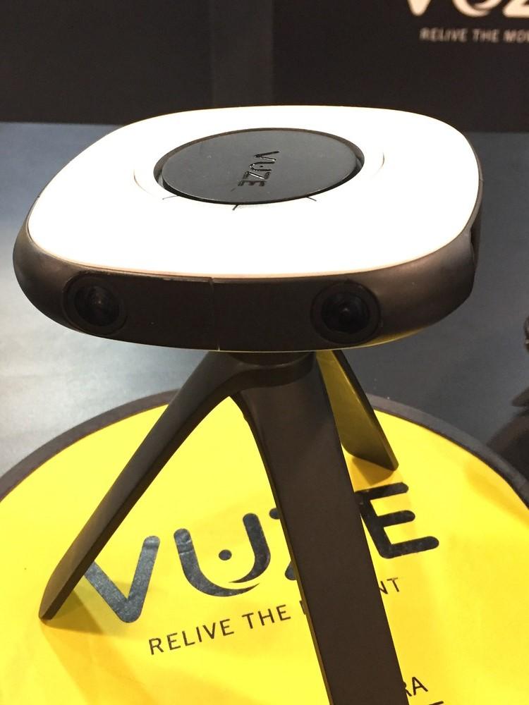 """ステレオ撮影により立体視が可能になる360度カメラ""""Vuse""""。映像を合成する際のスティッチの溝が気になった"""